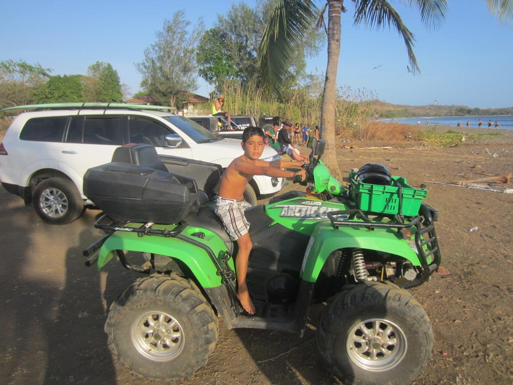Boy at beach_2391.jpg